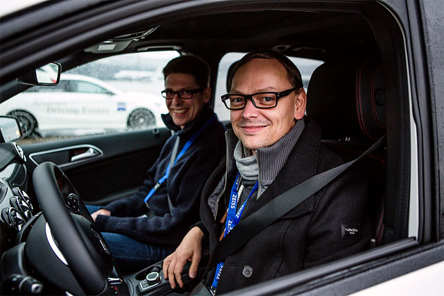 Ich (hinten) und Thomas Gigold im Mercedes auf Testfahrt